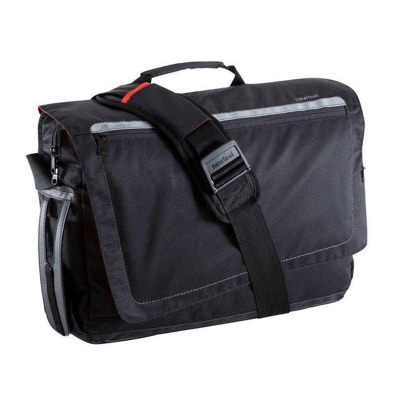 Le sac dans lequel je transporte tous mes appareils high-tech : un Newfeel Bakenger 20L original (40€)