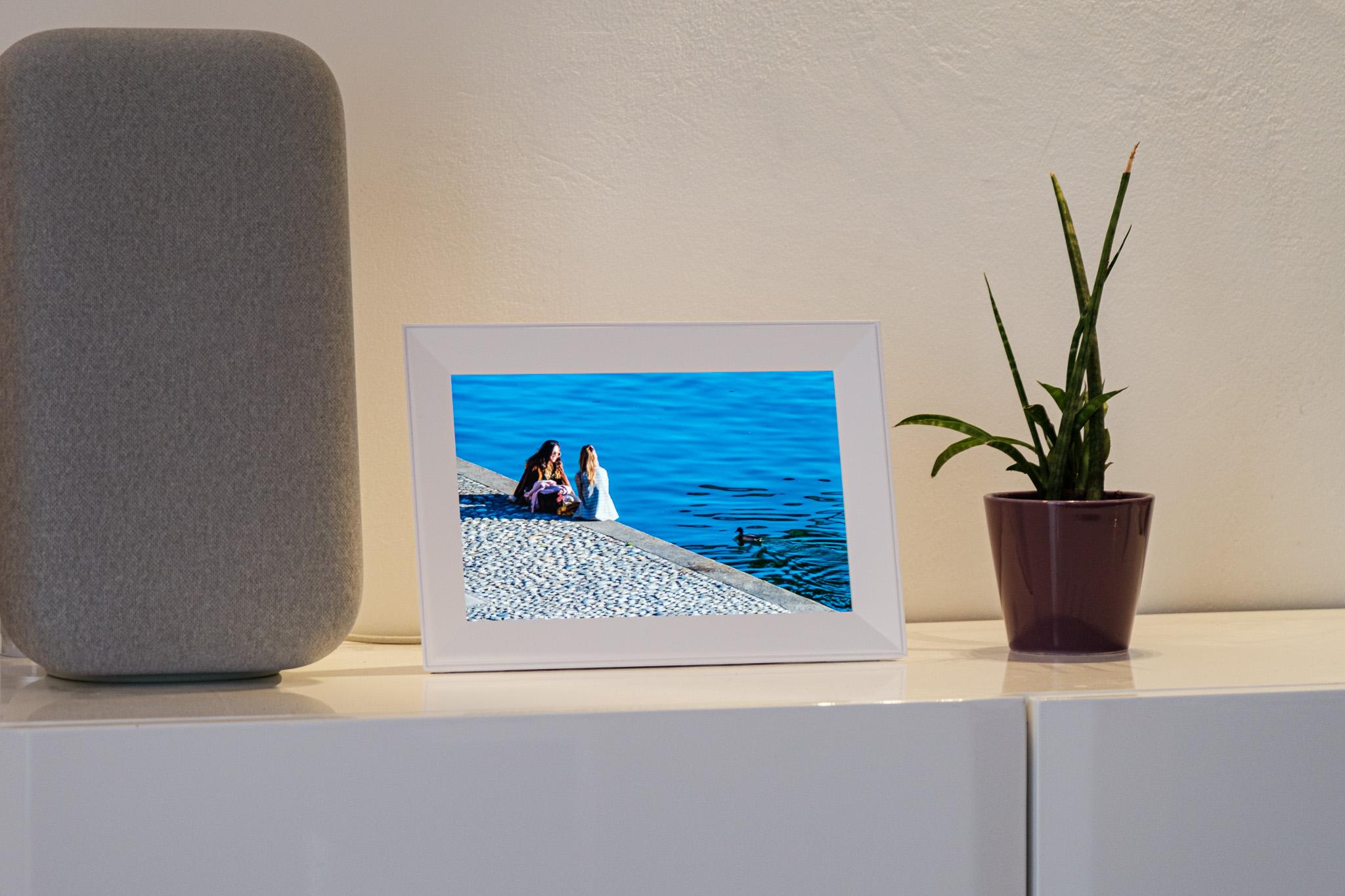 Cadre numérique Aura Carver : le coté connecté change tout !